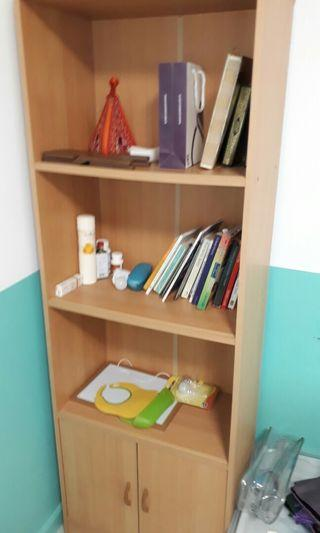 Bookshelf wooden small and simple.