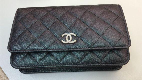 30378b8ef5a7 Chanel 19S Iridescent Black Wallet on Chain with Pearl Resin CC.