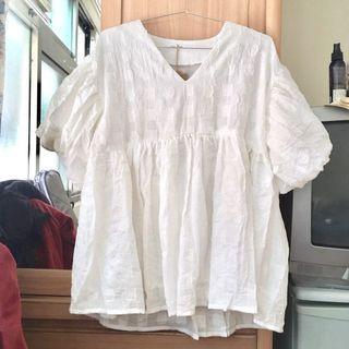 全新純白色燈籠袖設計寬鬆上衣