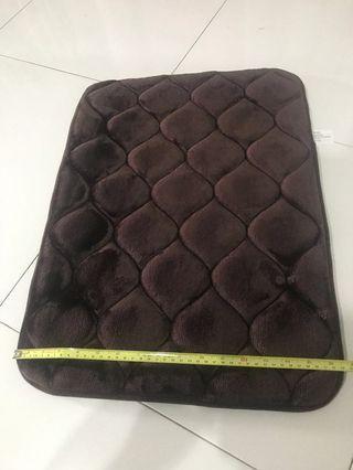 🚚 Brand new floor rug/mat