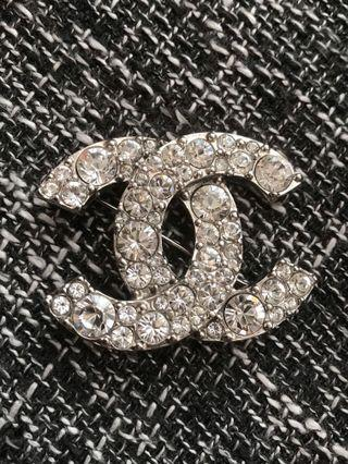 🚚 Chanel 全新全鑽胸針真品正品 cc logo