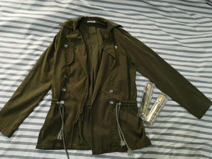 🚚 軍綠薄外套