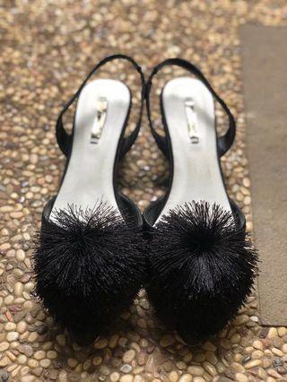 [REPRICE] Vincci Pom Pom Shoes Size 39