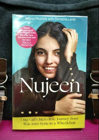 《New Book Condition + Horrific True Story Of A Young Girl With A Disability, Fleeing Her Country, Begging For Refuge To Start A New Life》Nujeen Mustafa & Christina Lamb - NUJEEN : One Girl's Incredible Journey From War-Torn Syria In A Wheelchair
