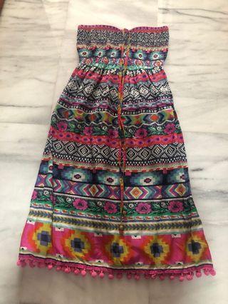 🚚 Accessorize beach dress with pom pom