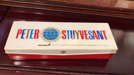 Vintage Peter Stuyvesant cigarette plastic box (怀旧香烟塑料盒)