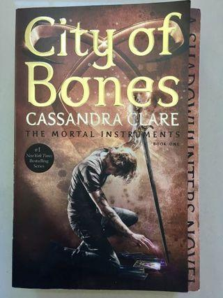 City of Bones by Cassaandra Clare (The Mortal Instruments Book One)