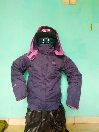 Jaket Outdoor The Red Face