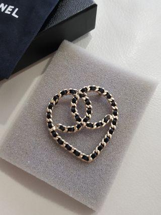 Chanel Heart-shaped CC brooch