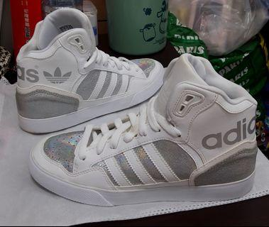 Adidas 高筒白鞋