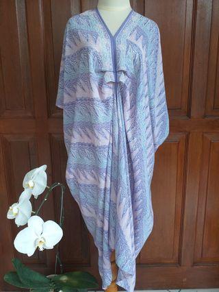 Kaftan batik ungu paris