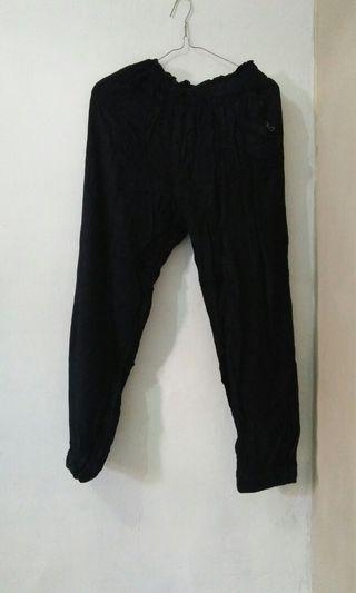 Celana Aladin hitam