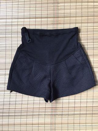 Maternity black shorts 33-34 inches hipline