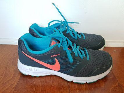 Nike Women's Aeroply Rubber Shoes