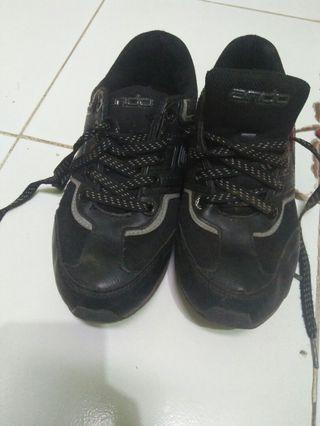 Sepatu anak no 38