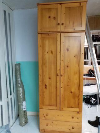 實用:靚松木櫃一個 (新淨)……濶 30 深21.5 高90 寸
