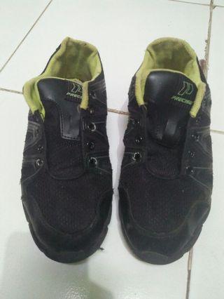 Sepatu sekolah ukuran 35