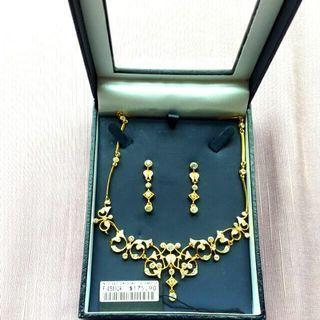 🚚 Paris Bijoux Set Of Necklace And Earrings