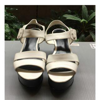 sepatu putih murah, uk.37 90% flat shoes wanita,  tinggi, bagus, merk Charles & Keith, daerah serpong