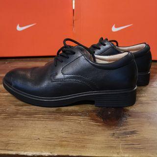 20. Dr.Kong 女裝皮鞋