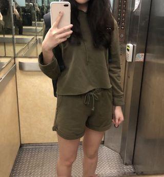 墨綠長袖帽T