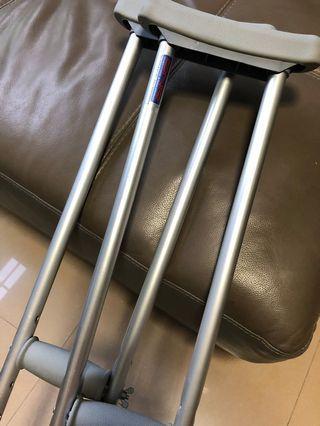 🚚 Crutches