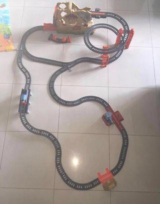 🚚 Sale of Pre-Owned Thomas and Friends Volcano Train Track Set with Battery Operated Thomas Trains x2 included
