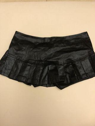 Black shorty skirt