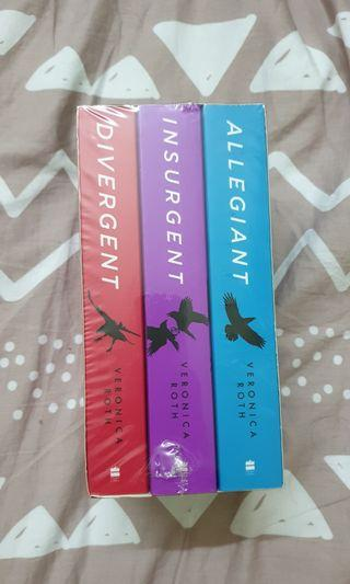 DIVERGENT SERIES BOXED SEALED