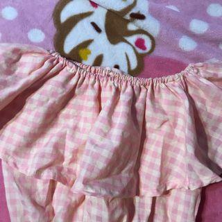 🚚 vintage pink shoulder off crop top
