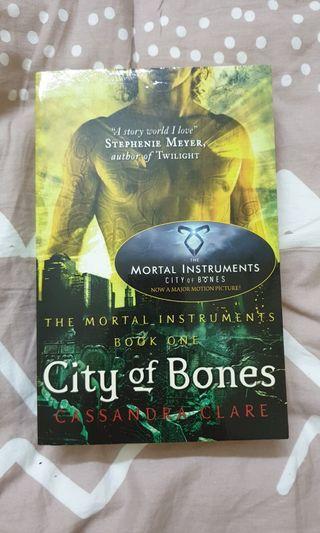THE MORTAL INSTRUMENTS - CITY OF BONES
