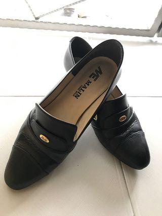 Vintage black leather heels #MRTJurongEast