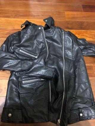 🚚 H&M 有型的皮衣