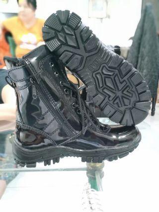 Sepatu Boots Mengkilap