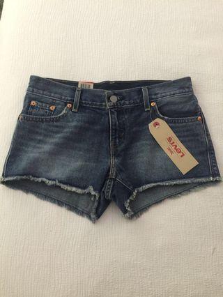 BNWT Levi's Women Denim Shorts (Size 26)