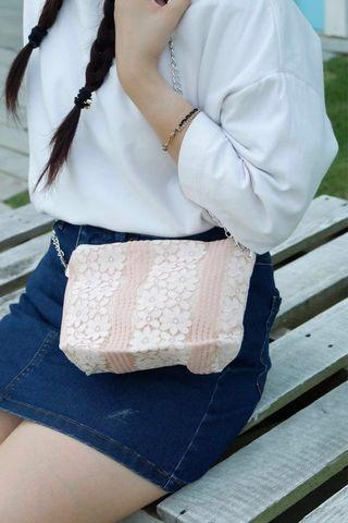🚚 Flowery Lace Embroidery Petite Sling Bag