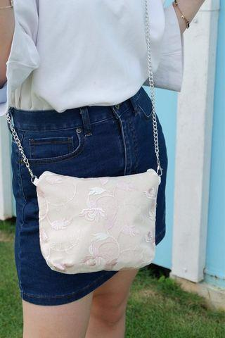 🚚 Pink Leaf Embroidery Petite Sling Bag