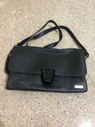 🚚 Voir Black Sling Bag