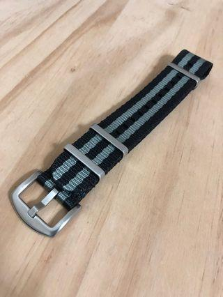 Premium James Bond nato strap in black grey 22mm