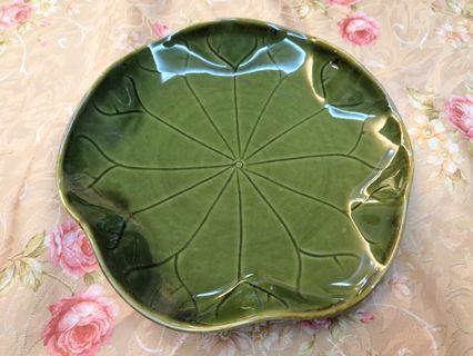 Lotus leaf plate