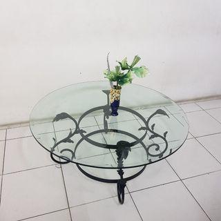 Meja kaca kaki besi