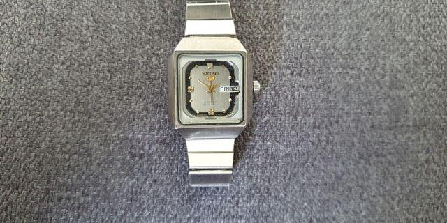 Unique SMALL VINTAGE SEIKO AUTOMATIC JAPAN LADIES'S DAY/DATE WATCH (Pre-owned)