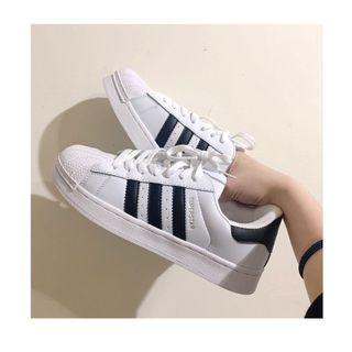 🚚 adidas 運動板鞋