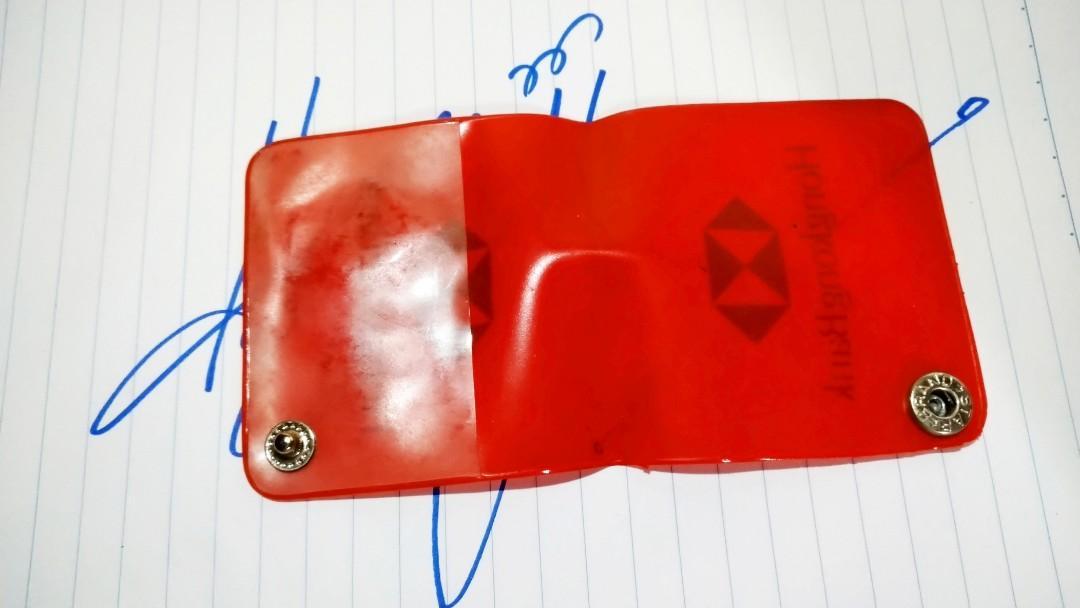 """80年代初期""""香港匯豐銀行 Hong Kong Bank 紅色塑膠針線包""""保存至今""""合懷舊收藏迷收藏。"""