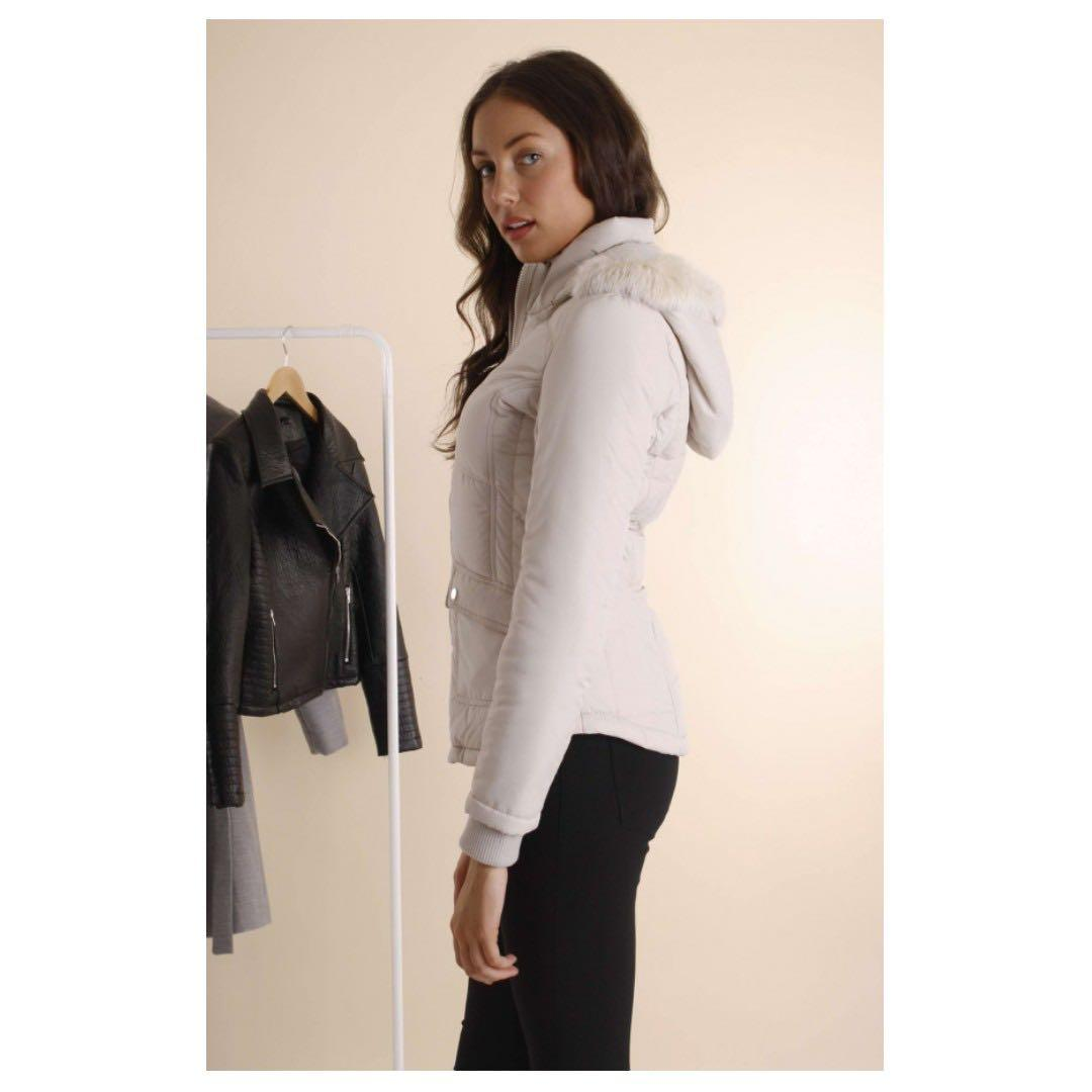 AFTERPAY AVAILABLE - SHORT CREAM PUFFER JACKET FAUX FLUFF HOOD LARGE