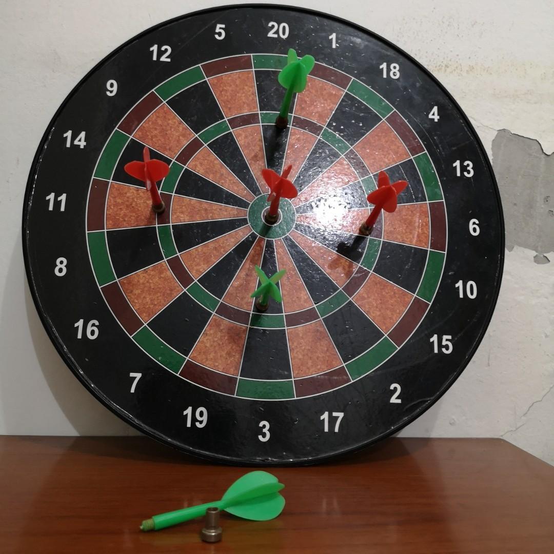 Dart game magnet