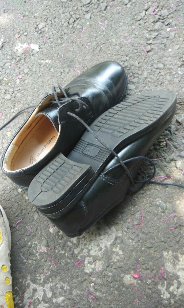 di jual sepatu bekas tapi mulpis(mulus pisan)