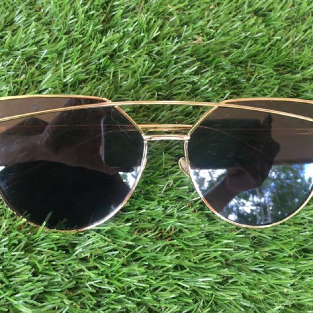 Equilibrium sunglasses - Black & Gold. Purchased From Princess Polly