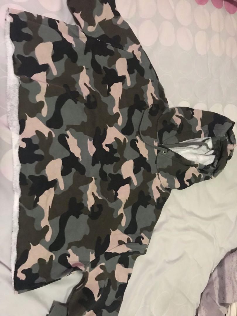 HnM cropped army hoodie
