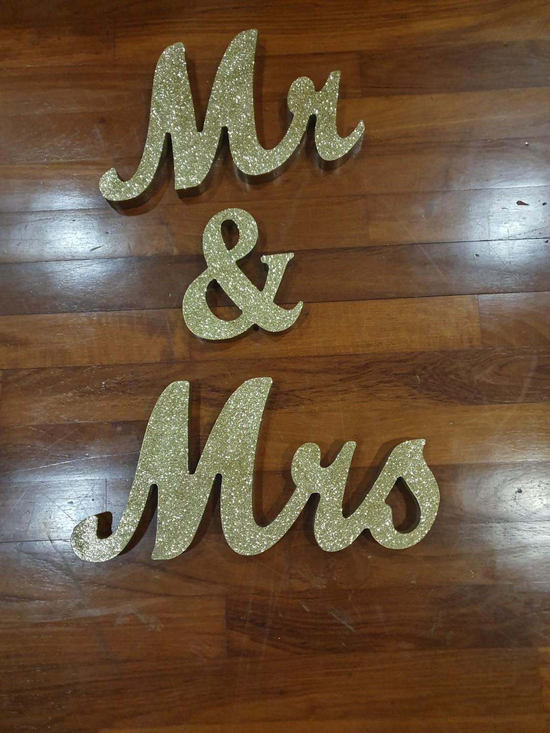 Mr and Mrs Gold Glittering Sign